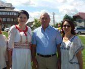 Cămaşa de borangic e cea mai şic. Alina Apostol şi Dan Niţă, doi primari iubitori ai tradiţiilor strămoşeşti